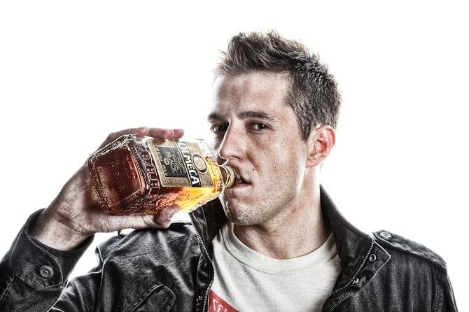 П`яний чоловік розтрощив вітрину у хмельницькому магазині